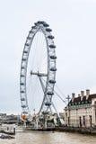 Londres Ferris Wheel et County Hall Photographie stock libre de droits