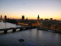 Londres, fotos en la puesta del sol sobre la ciudad del gran panorama rueda imagen de archivo