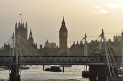 Londres, Grâ Bretanha. Rio Tamisa e casas do parlamento Imagens de Stock Royalty Free