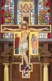 LONDRES, GRÂ BRETANHA - 16 DE SETEMBRO DE 2017: O ícone da crucificação em franciscans do ` denomina o ` em St Andrew Holborn da  Fotografia de Stock