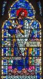 LONDRES, GRÂ BRETANHA - 16 DE SETEMBRO DE 2017: O St Matthew o evangelista no vitral em St Etheldreda da igreja Fotos de Stock Royalty Free