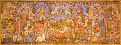 LONDRES, GRAN BRETAÑA - 15 DE SEPTIEMBRE DE 2017: El mosaico tejado de la adoración de unos de los reyes magos en iglesia todos l Fotos de archivo