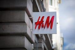 Londres, grand Londres, le Royaume-Uni, le 7 février 2018, un signe et un logo pour H&M images libres de droits