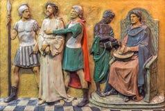 LONDRES, GRANDE-BRETAGNE - 17 SEPTEMBRE 2017 : Le jugement de Jésus de soulagement pour Pilate dans St Marys Pimlico d'église Photo libre de droits