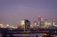 Londres, horizonte de la ciudad en la noche Imagen de archivo