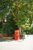 LONDRES, INGLATERRA - 1º DE AGOSTO DE 2013: Inglês clássico vermelho brilhante fotos de stock