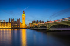 Londres, Inglaterra - Ben Clock Tower grande y casas de Parliame Fotos de archivo