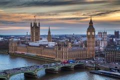Londres, Inglaterra - Big Ben famoso con las casas del parlamento Imagen de archivo libre de regalías