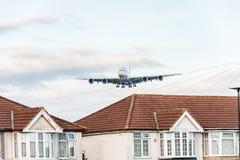 LONDRES, INGLATERRA - 22 DE AGOSTO DE 2016: Aterrissagem de Airbus A380 das linhas aéreas dos emirados de A6-EEN no aeroporto de  Imagem de Stock