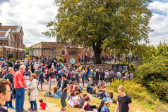 LONDRES, INGLATERRA - 21 DE AGOSTO DE 2016: Tombmarker de Edmond Halley, bola de tempo, abóbada do telescópio 38-Inch no parque d Imagem de Stock