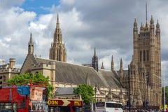 LONDRES, INGLATERRA - 16 DE JUNHO DE 2016: Casas do parlamento, palácio de Westminster, Londres, Grâ Bretanha Foto de Stock