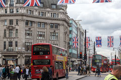 LONDRES, INGLATERRA - 16 DE JUNHO DE 2016: Nuvens sobre Regent Street, cidade de Londres, Inglaterra Foto de Stock Royalty Free
