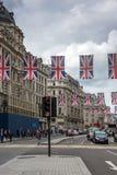 LONDRES, INGLATERRA - 16 DE JUNHO DE 2016: Nuvens sobre Regent Street, cidade de Londres, Inglaterra Foto de Stock