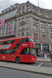 LONDRES, INGLATERRA - 16 DE JUNHO DE 2016: Nuvens sobre Regent Street, cidade de Londres, Inglaterra Fotografia de Stock