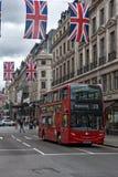 LONDRES, INGLATERRA - 16 DE JUNHO DE 2016: Nuvens sobre Regent Street, cidade de Londres, Inglaterra Imagens de Stock Royalty Free
