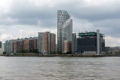 LONDRES, INGLATERRA - 17 DE JUNIO DE 2016: Canary Wharf ve de Greenwich, Londres, Gran Bretaña Imagen de archivo