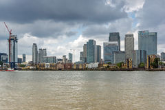 LONDRES, INGLATERRA - 17 DE JUNIO DE 2016: Canary Wharf ve de Greenwich, Londres, Gran Bretaña Fotos de archivo libres de regalías