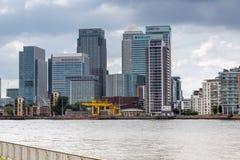 LONDRES, INGLATERRA - 17 DE JUNIO DE 2016: Canary Wharf ve de Greenwich, Londres, Gran Bretaña Imágenes de archivo libres de regalías