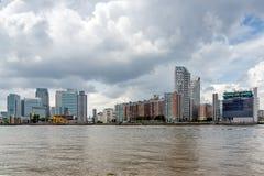 LONDRES, INGLATERRA - 17 DE JUNIO DE 2016: Canary Wharf ve de Greenwich, Londres, Gran Bretaña Imagen de archivo libre de regalías