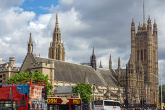 LONDRES, INGLATERRA - 16 DE JUNIO DE 2016: Casas del parlamento, palacio de Westminster, Londres, Gran Bretaña Foto de archivo
