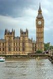 LONDRES, INGLATERRA - 16 DE JUNIO DE 2016: Casas del parlamento, palacio de Westminster, Londres, Inglaterra Fotos de archivo libres de regalías