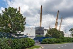 LONDRES, INGLATERRA - 17 DE JUNIO DE 2016: La arena O2 en Greenwich, Londres, Gran Bretaña Fotos de archivo libres de regalías