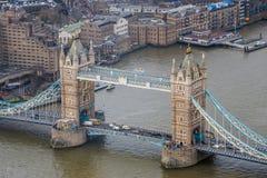 Londres, Inglaterra - vista aérea del puente famoso de la torre Imagen de archivo