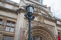 Londres, jarda interna do museu de V&A com café Foto de Stock