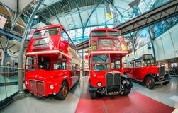 LONDRES - 2 JUILLET 2015 : Le nouveau musée d'autobus de Londres s'est ouvert avec un s Photos stock
