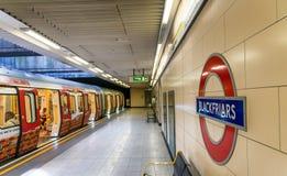 LONDRES - JUIN 2015 : Signe de station de Blackfriar en juin 2015 dans Lon Images libres de droits