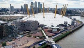 LONDRES - 25 JUIN : Vue du bâtiment O2 de la Tamise Photo libre de droits