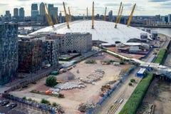 LONDRES - 25 JUIN : Vue du bâtiment O2 de la Tamise Photos stock