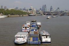Londres. l'Angleterre. Fleuve la Tamise et ville. Photo stock