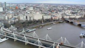 Londres, la Tamise, pont de Hungerford banque de vidéos