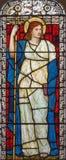 Londres - la vertu cardinale symbolique de la foi sur le verre souillé dans l'église place de St Michael, Chester photo stock