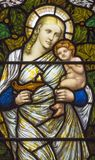 Londres - la vertu cardinale symbolique de l'amour sur le verre souillé dans l'église place de St Michael, Chester Image libre de droits