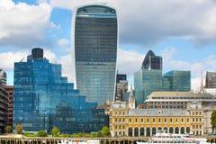 LONDRES, LONDRES Reino Unido - 19 de setembro de 2015 - cidade da opinião de Londres, construções modernas dos escritórios, banco Foto de Stock
