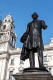 LONDRES - 13 MARS : Statue de vicomte Palmerston au Parlement carré Image stock