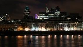 Londres na noite Fotografia de Stock Royalty Free