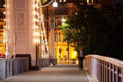 Londres no alvorecer Vista da ponte de Chelsea Imagens de Stock