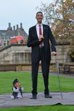 Londres: O homem o mais alto do mundo e o homem o mais curto encontram-se no recorde mundial de Guinness Imagem de Stock