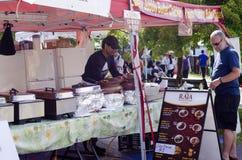 Londres Ontario, Canadá - 16 de julio de 2016: Venta de la comida de la calle en t Fotografía de archivo libre de regalías