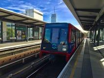 Londres Overground DLR fotografía de archivo