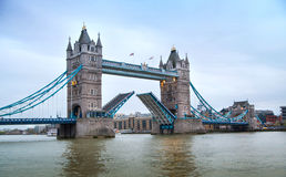 Londres, pont de tour et Tamise Photographie stock