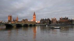 Londres A ponte no por do sol, Inglaterra de Big Ben e de Westminster filme