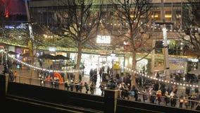Londres popular Southbank lleno de turistas almacen de video