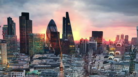 Londres, por do sol Cidade da opinião de Londres, do negócio e da ária da operação bancária vídeos de arquivo