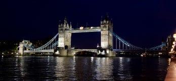 Londres. Puente de la torre. Fotografía de archivo