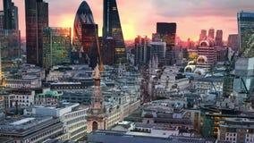 Londres, puesta del sol Ciudad de la opinión de Londres, del negocio y de la aria de las actividades bancarias almacen de video