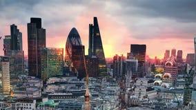 Londres, puesta del sol Ciudad de la opinión de Londres, del negocio y de la aria de las actividades bancarias almacen de metraje de vídeo